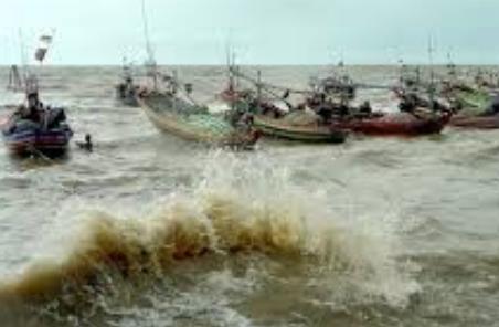 cuaca buruk pantai