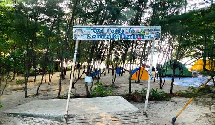 Camping di Pulau Semak Daun